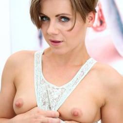 Sasha Zima in 'Anilos' Sexy Sasha (Thumbnail 6)