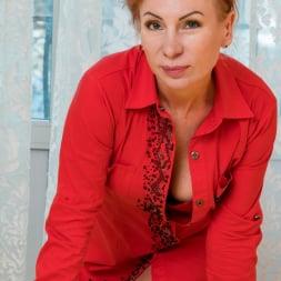 Silvia in 'Anilos' Golden Babe (Thumbnail 2)