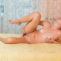 Silvia in 'Anilos' Golden Babe (Thumbnail 10)