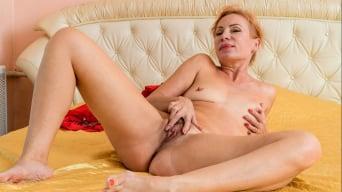 Silvia in 'Golden Babe'