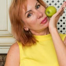 Silvia in 'Anilos' Luscious Silvia (Thumbnail 1)