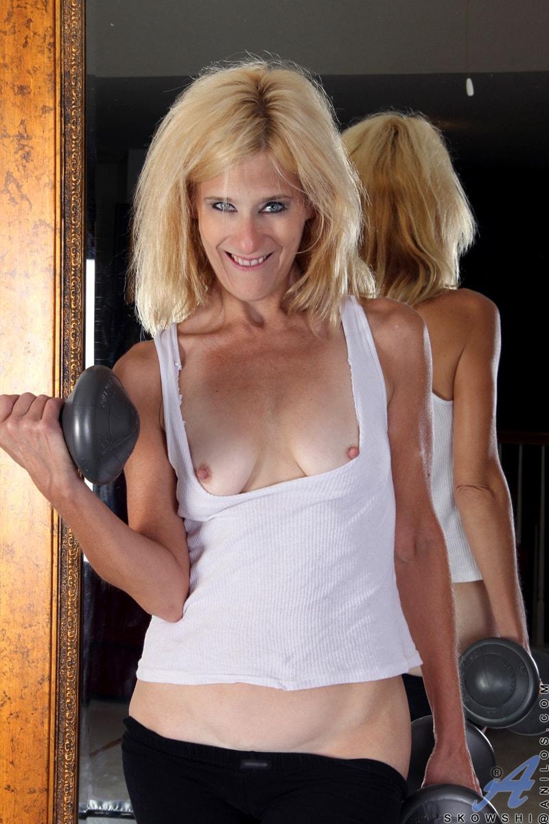 Anilos 'Sexy Workout' starring Skowshi (Photo 7)