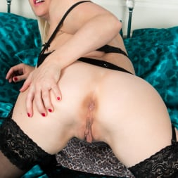 Sophie May in 'Anilos' Amateur Housewife (Thumbnail 9)