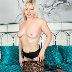 Sophie May in 'Anilos' Amateur Housewife (Thumbnail 12)