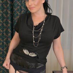 Stacy Ray in 'Anilos' Sexy Mom (Thumbnail 2)