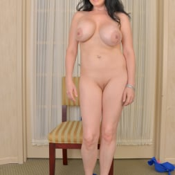 Stacy Ray in 'Anilos' Waiting To Go Out (Thumbnail 9)