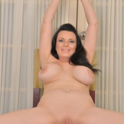 Stacy Ray in 'Anilos' Waiting To Go Out (Thumbnail 11)