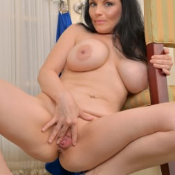 Stacy Ray in 'Anilos' Waiting To Go Out (Thumbnail 15)