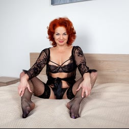 Sunny in 'Anilos' Black Lace (Thumbnail 3)