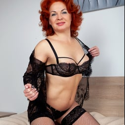 Sunny in 'Anilos' Black Lace (Thumbnail 4)