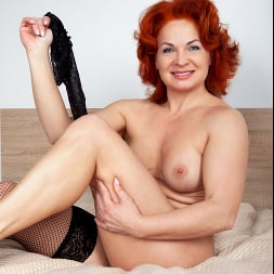 Sunny in 'Anilos' Black Lace (Thumbnail 10)