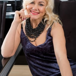 Sylvie in 'Anilos' Classic Beauty (Thumbnail 2)