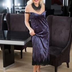 Sylvie in 'Anilos' Classic Beauty (Thumbnail 4)