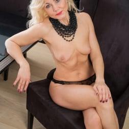 Sylvie in 'Anilos' Classic Beauty (Thumbnail 9)