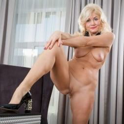 Sylvie in 'Anilos' Classic Beauty (Thumbnail 12)