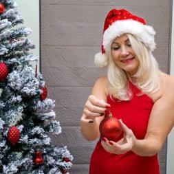 Sylvie in 'Anilos' Happy Holidays (Thumbnail 2)