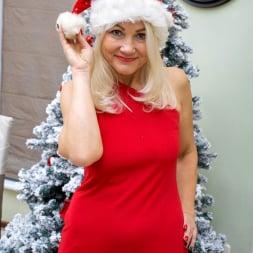 Sylvie in 'Anilos' Happy Holidays (Thumbnail 3)