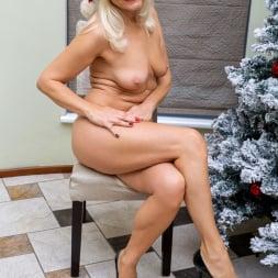 Sylvie in 'Anilos' Happy Holidays (Thumbnail 7)