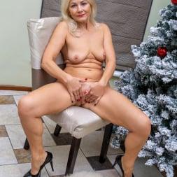 Sylvie in 'Anilos' Happy Holidays (Thumbnail 12)