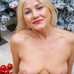 Sylvie in 'Anilos' Happy Holidays (Thumbnail 14)