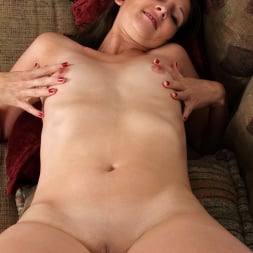 Tiffany Owens in 'Anilos' After A Night Out (Thumbnail 11)