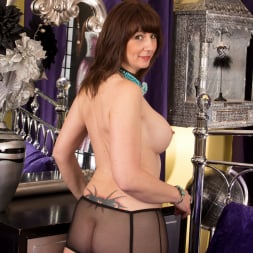 Toni Lace in 'Anilos' Vacation (Thumbnail 5)
