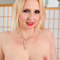 Tracey Hein in 'Anilos' Fishnet Stockings (Thumbnail 10)