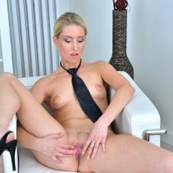 Uma Zex in 'Anilos' Sexy Blonde (Thumbnail 10)