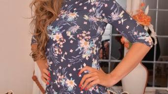 Vanessa Jordan in 'Sexy Mature'