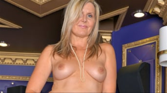 Velvet Skye in 'Sassy Mature Woman'