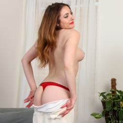 Veronica Shaw in 'Anilos' Naked Fun (Thumbnail 6)