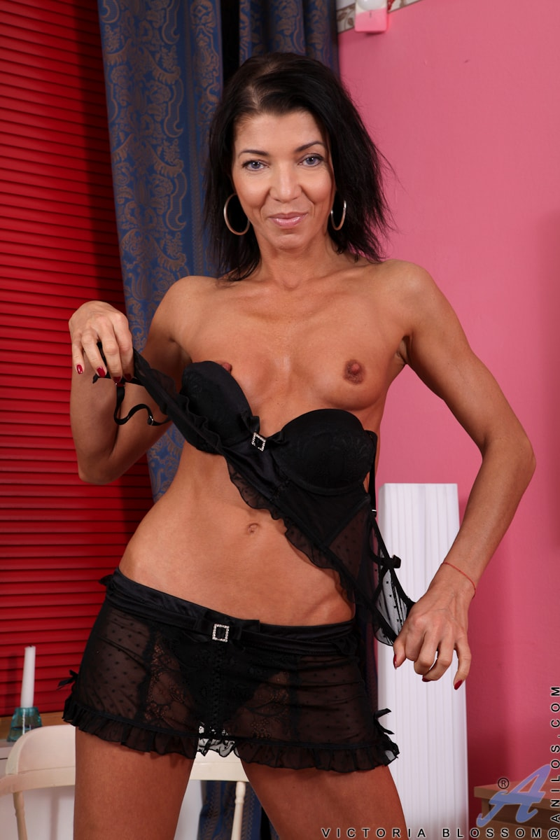 Anilos 'Fit And Ready' starring Victoria Blossom (Photo 4)