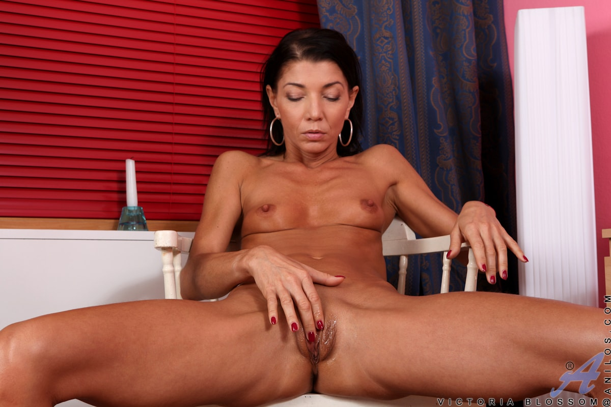 Anilos 'Fit And Ready' starring Victoria Blossom (Photo 13)