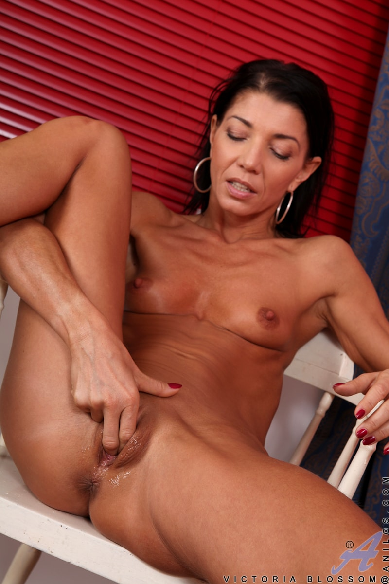 Anilos 'Fit And Ready' starring Victoria Blossom (Photo 14)