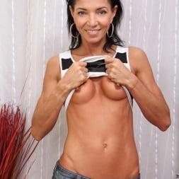 Victoria Blossom in 'Anilos' Perky Tits (Thumbnail 4)