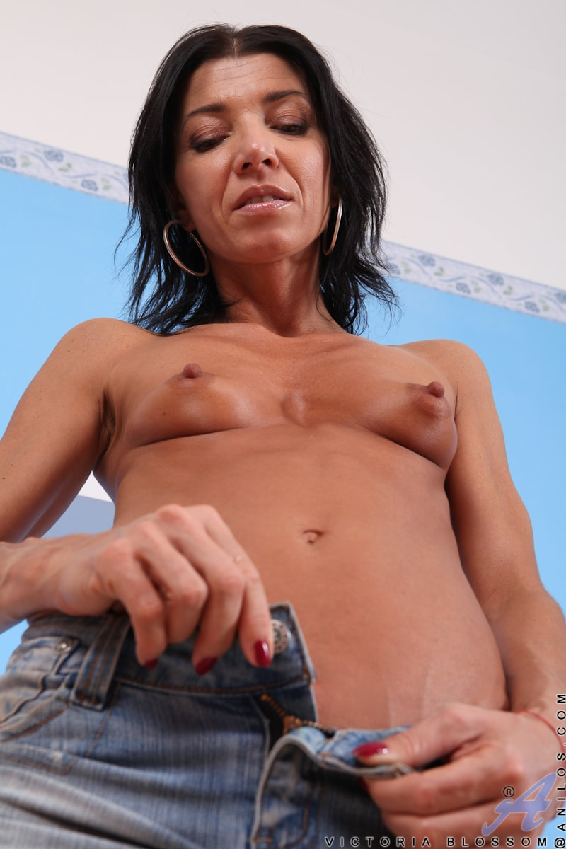 Anilos 'She Likes This Toy' starring Victoria Blossom (Photo 6)