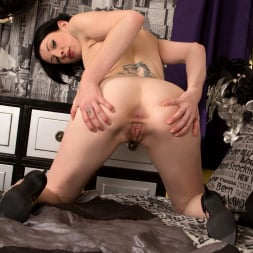 Victoria Ross in 'Anilos' Such A Show Off (Thumbnail 12)