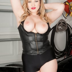 Victoria Tyler in 'Anilos' Big Tits And Leather (Thumbnail 5)