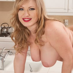 Victoria Tyler in 'Anilos' Horny House Wife (Thumbnail 6)