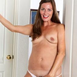 Vivian Smith in 'Anilos' Sexy Vivian (Thumbnail 5)