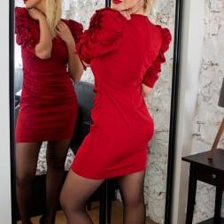 Zara in 'Anilos' Glamour Babe (Thumbnail 1)