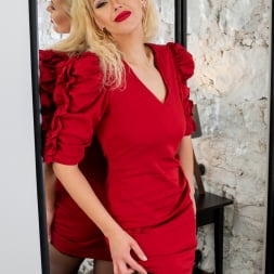 Zara in 'Anilos' Glamour Babe (Thumbnail 3)