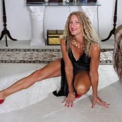 Zoe Marks in 'Anilos' Blonde Tease (Thumbnail 4)
