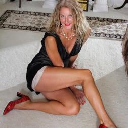 Zoe Marks in 'Anilos' Blonde Tease (Thumbnail 5)