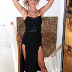 Zoe Marks in 'Anilos' Sexy Mature (Thumbnail 1)