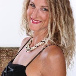 Zoe Marks in 'Anilos' Sexy Mature (Thumbnail 2)
