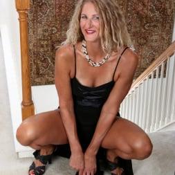 Zoe Marks in 'Anilos' Sexy Mature (Thumbnail 5)