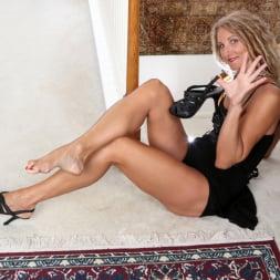 Zoe Marks in 'Anilos' Sexy Mature (Thumbnail 6)