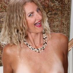 Zoe Marks in 'Anilos' Sexy Mature (Thumbnail 8)