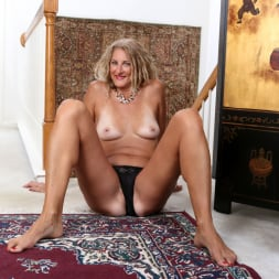 Zoe Marks in 'Anilos' Sexy Mature (Thumbnail 11)
